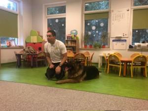 Spotkanie z ratownikiem medycznym i z jego psem